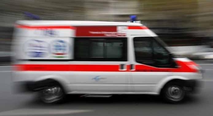 Nyílt törést okozott egy járókelő lábán egy leomló téglafal