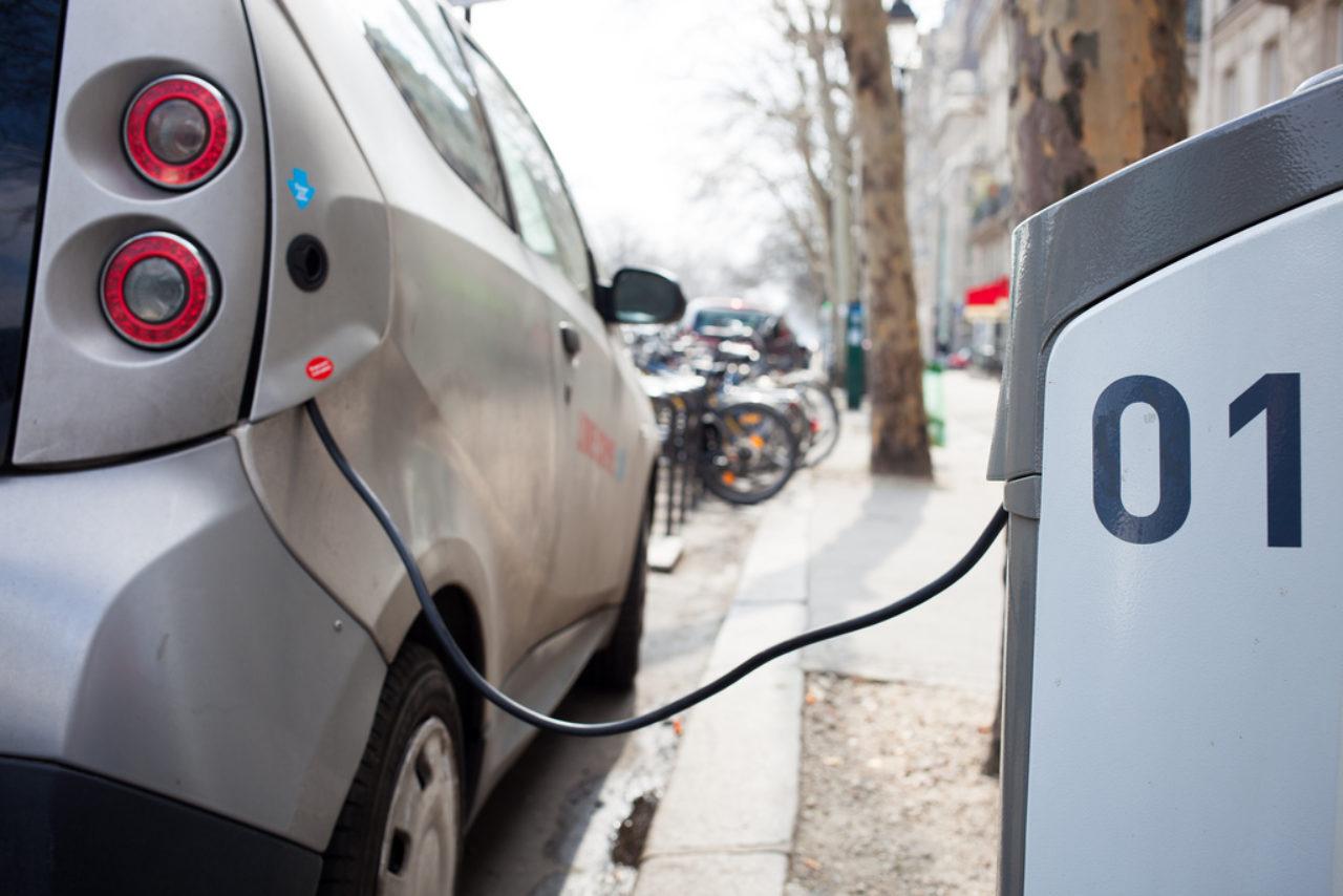 Hat elektromos autót kapott Szolnok város önkormányzata