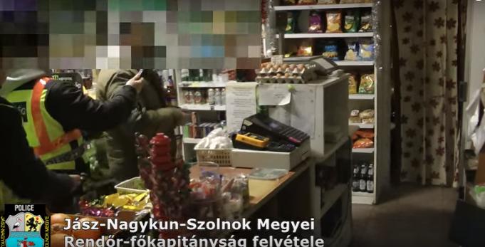 Módszere buktatta le: novemberben egy dohányboltot, decemberben egy kisboltot rabolt ki