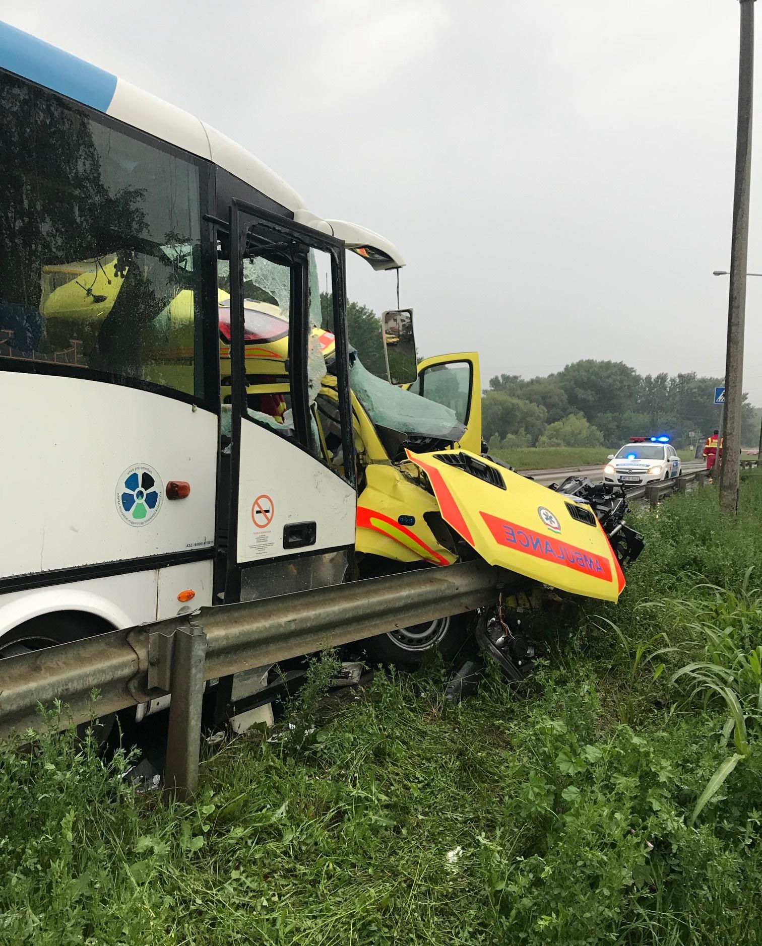 Borzalmas baleset történt a Debreceni úton, a mentős és a beteg is életét vesztette