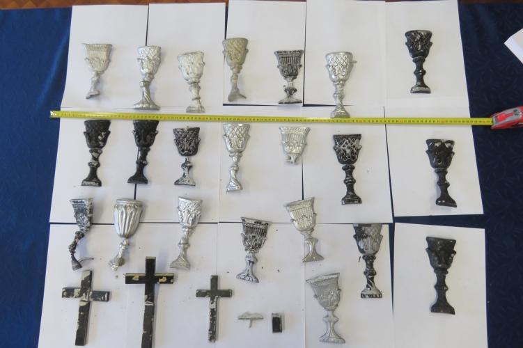 Több mint 40 törökszentmiklósi sírról lopta le az alumínium díszítőelemeket