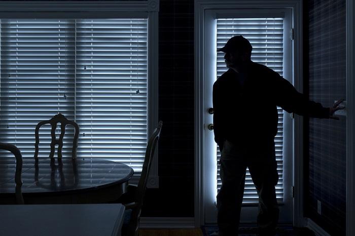 Ittasan ment telefont lopni az abádszalóki férfi, de felébredt az egyik gyerek