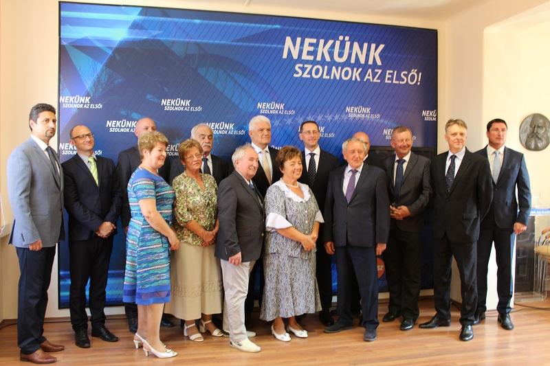 Bemutatta a Fidesz a szolnoki jelöltjeit