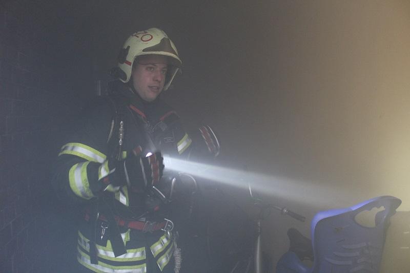 Tűzesetkor életünkbe is kerülhet, ha a társasházak folyosóin tároljuk a holmijainkat