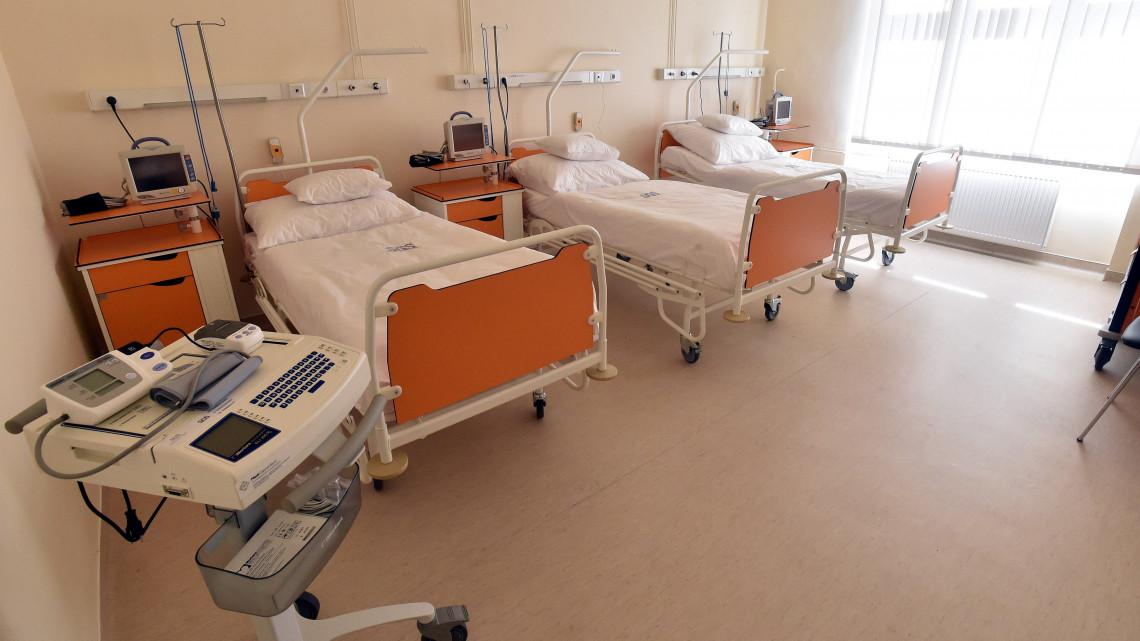 Koronavírus-gyanúval került kórházba, ahol dühöngeni kezdett - letartóztatták