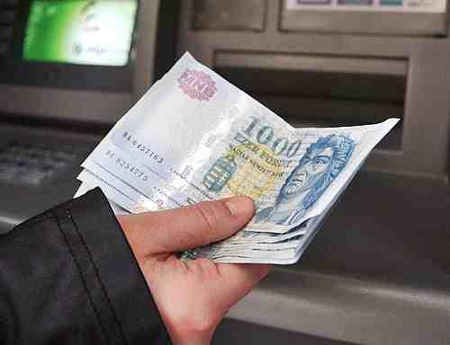 ingyenes-keszpenzfelvetel-a-bankok-lehetove-teszi-az-ingyenes-keszpenz-felvetelt